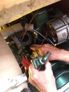 bootsdiesel einwintern: termostat ausbauen