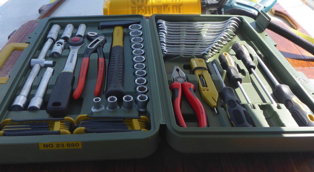 Werkzeugkoffer an Bord